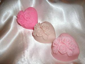 Σαπούνια γλυκερίνης σε διάφορα χρώματα για την ημέρα του Αγ. Βαλεντίνου