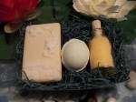 Συσκευασία δώρου με σαπούνι γλυκερίνης - άλατα μπάνιου - μπάλα αρωματοθεραπείας